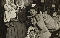 Thumb_lewis_w_hine__immigrant_family_in_the_baggage_room_of_ellis_island