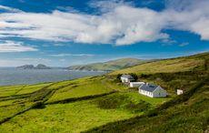 Thumb_house_on_the_coast_of_ireland