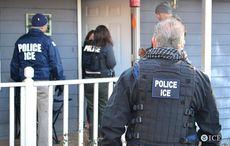 Thumb_immigration_police_house_raid_ice