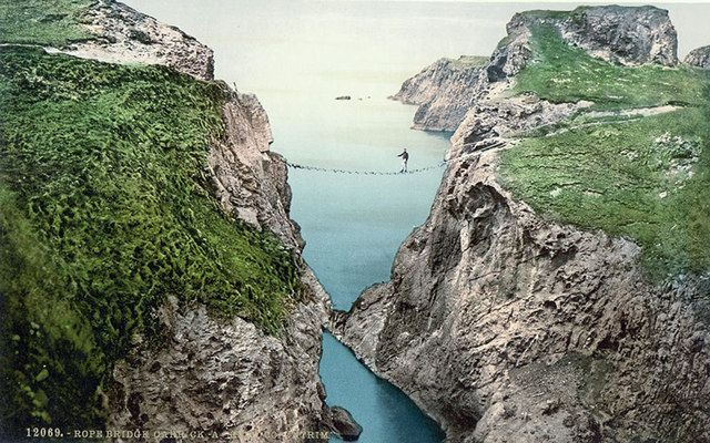 The Carrick-a-Rede rope bridge in Co. Antrim. Image: Library of Congress.