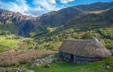Thumb_irish-famine-thatched-cottage