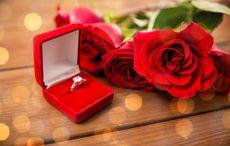 Thumb_engagment_ring_for_wedding_season