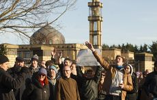 Thumb_anti_racism_group_protest_against_anti_islamic_group_at_dublin_mosque_rollingnews