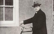 Thumb_hotel-porter-michael-collins-bike