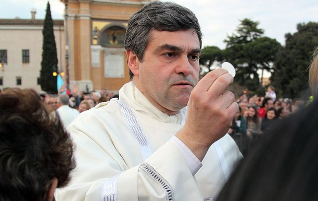Communion during the settlement of Pope Francis, at St John\'s, in Rome.