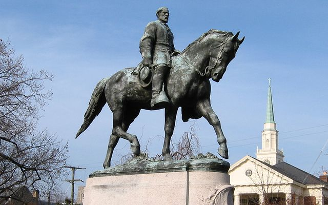 A statue of Confederate Robert Edward Lee, in Lee Park, Charlottesville, Virginia.