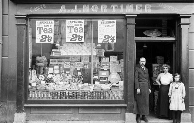 Mortimer's shop in Waterford, captured in 1916, taken from the NLI's Poole Collection.