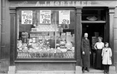 Thumb_mortimer_s_shop_in_waterford__captured_in_1916__from_the_nli_s_poole_collection_nli_flickr