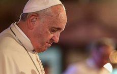 Thumb_pope_francis_bowed_head