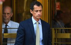 Thumb_anthony_weiner_exiting_court_youtube