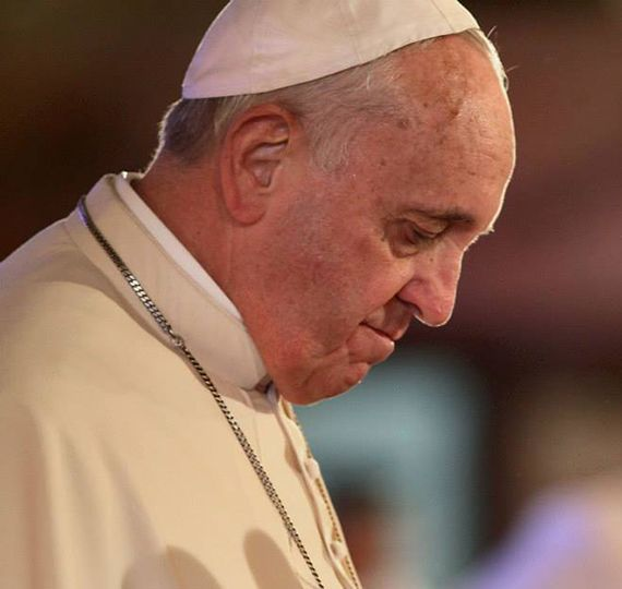 Cropped_t_pope_francis_head_bowed_catholic