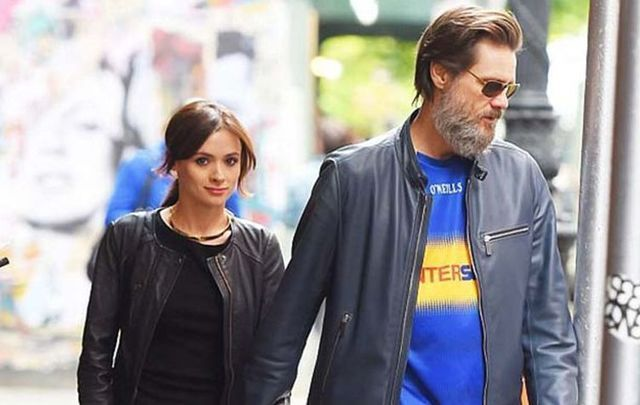 Jim Carrey in a Co. Tipperary jersey with his former girlfriend Cathriona White.