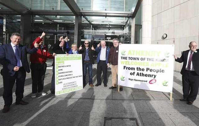 Apple supporters outside the Criminal Court of Justice in Dublin City Center in January 2017.
