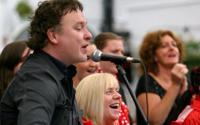 21 years after Jelly Legs, Irish singer Mundy.