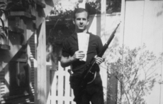 Thumb_lee_harvey_oswald_gun.jpg_cropped