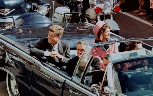 John F Kennedy and Jackie in the motorcade on that fateful day in November 22, 1963.