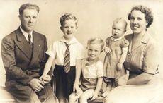 Thumb_mi-the-scanlon-family-19431