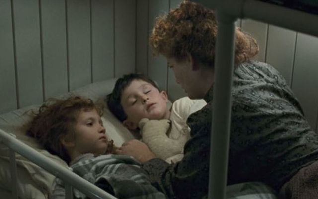 Jeanette Goldstein thought of the 1994 Los Angeles earthquake and her son while acting the Irish mother Titanic scene.