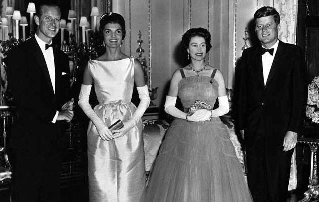 Prince Philip, Jackie Kennedy, Queen Elizabeth and President John F. Kennedy together at the Queen\'s dinner in June 1961.