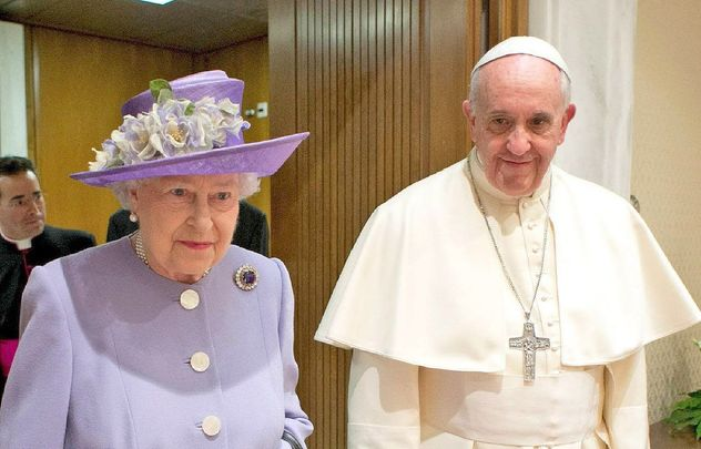 Queen Elizabeth and Pope Francis in 2014.