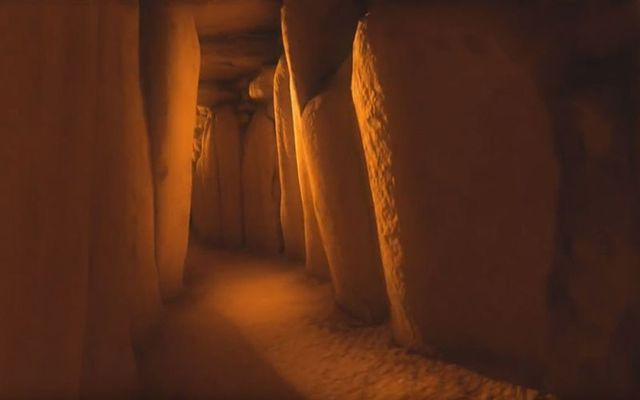 Visualization of the winter solstice sunrise light entering the chambers of Newgrange.