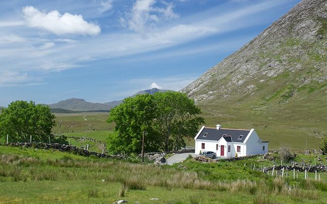 Dream of living in Ireland? Here\'s the average house prices in Ireland and what that\'ll get you!