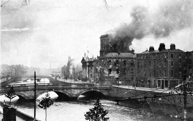 Four Courts in flames in June 1922.