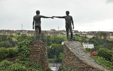 Thumb_derry_hands_across_the_divide_panoramio