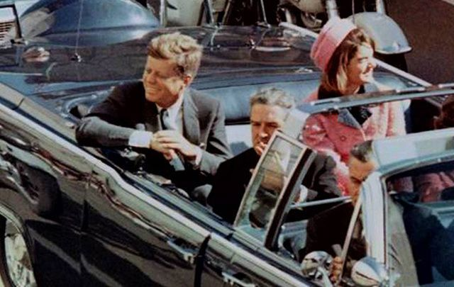 John F Kennedy and Jackie in the motorcade on November 22, 1963.