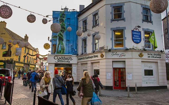 The Claddagh Jewellers shop in the middle of Galway city.