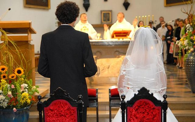 Should Catholic priests be giving advice to couples about marriage? An Irish Cardinal in Dallas thinks not.