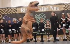 Thumb_irish-dancing-t-rex