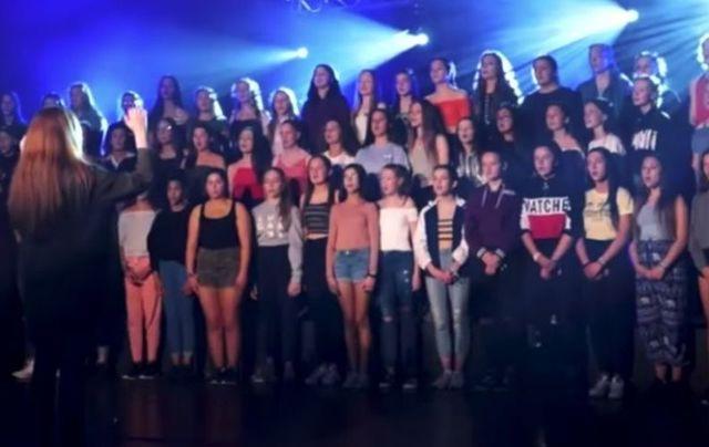 TG Lurgan singing Hallelujah as Gaeilge