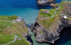 Thumb_carrick_a_rede_by_art_ward_tourism_ireland