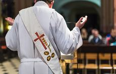 Thumb_priest-saying-mass-getty