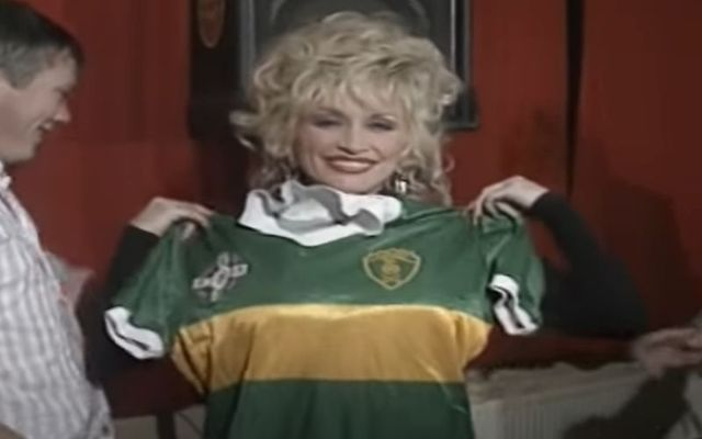 Dolly Parton with a Kerry football jersey during her visit to Paídi Ó Sé\'s Pub in Co Kerry.