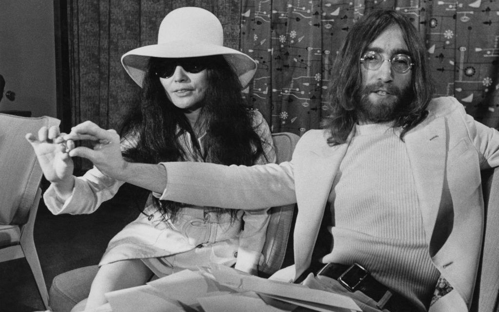 "Yoko Ono destroys John Lennon\'s ""Imagine"" with new version ..."