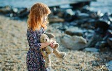 Thumb_mi_little_girl_child_beach_sad_immigration_getty