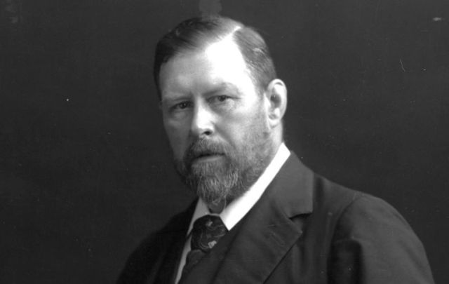 Irish author Bram Stoker, circa 1906.