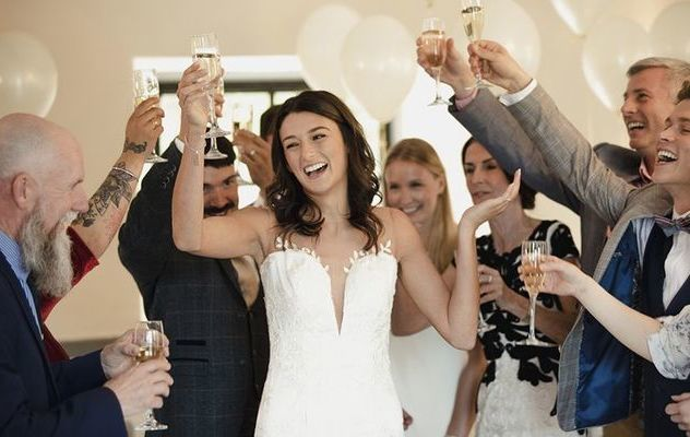 Irish Australian bride reads out groom's cheating texts at their