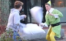 Thumb_elf-pillow-fight-youtube