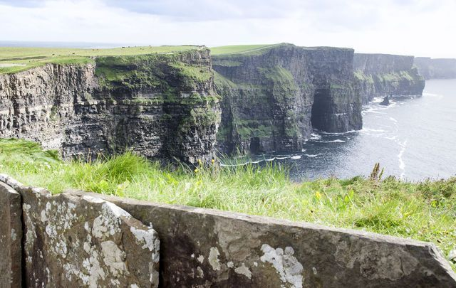Man dies after falling from Cliffs of Moher