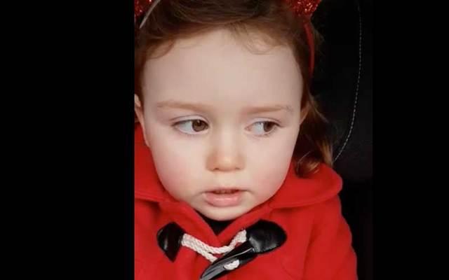 A little Irish girl explains how her fingers got hurt in this hilarious Facebook video.