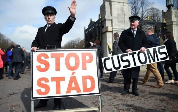 Taoiseach admits soldiers could return to Irish border in no-deal Brexit