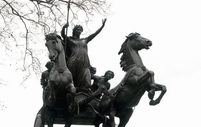 Statue of the queen Boadicea in London.