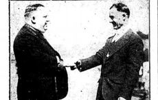 Thumb_mi_cropped_baron_hanley_on_left_of_picture_-_the_liberator_nov_26_1927