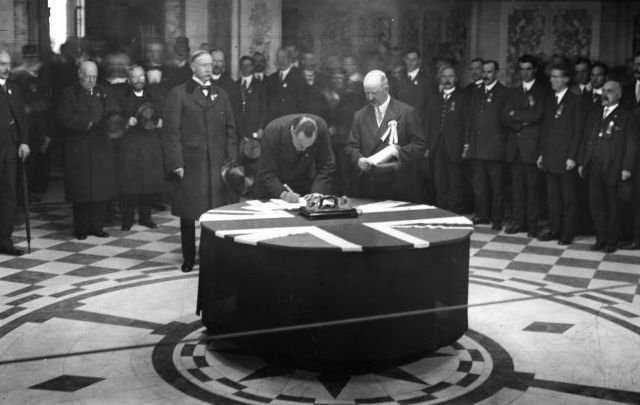 Leader of the Unionists and founder of the paramilitary Ulster Volunteers Edward Carson signing the Solemn Oath of the Covenant in Belfast, in protest against the Home Rule Bill, on September 28, 1912.