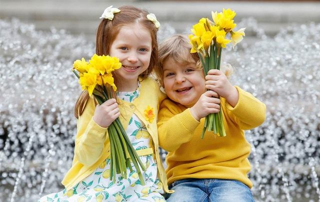 On Friday, March 22, the Irish Cancer Society is calling on Irish the world over to gather in support of their annual Daffodil Day.\n