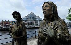 Thumb_man-woman-famine-memorial-dublin-rollingnews