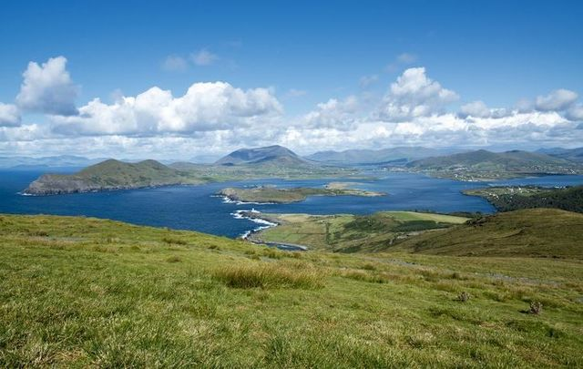 A heroic Irish man rescued two American tourists after their car went into the water on Valentia Island in Co Kerry
